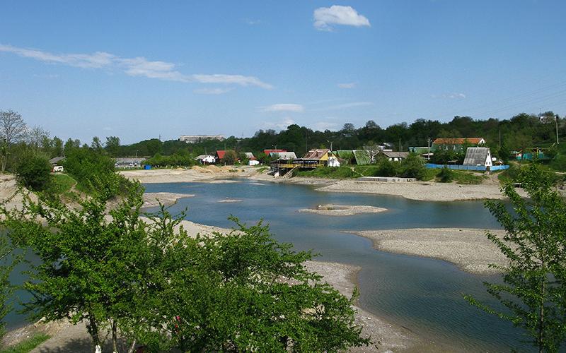 solotvino-molochnyj-kamen-karstovyj-most